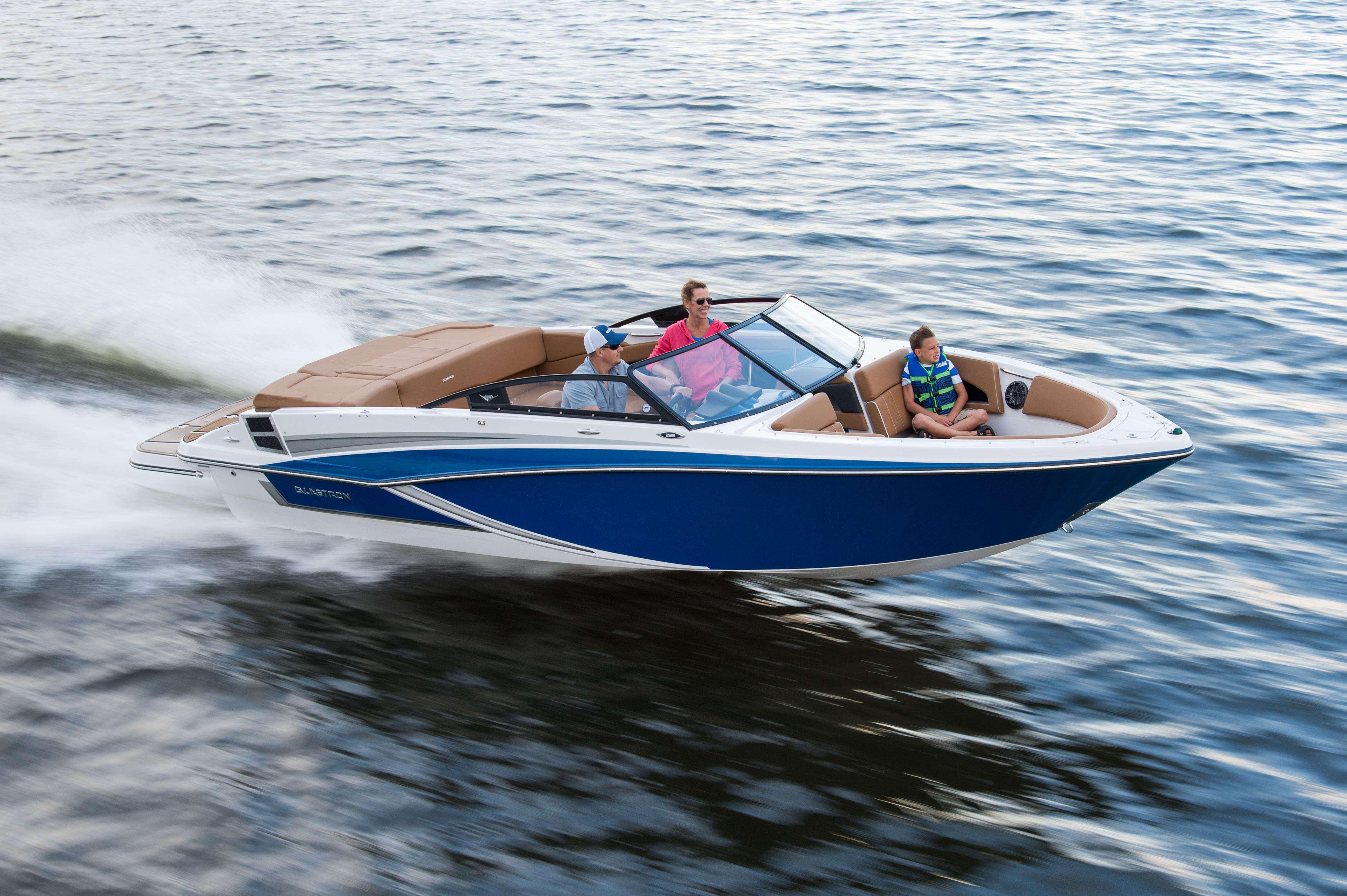 Découvrez nos bateaux Open Deck