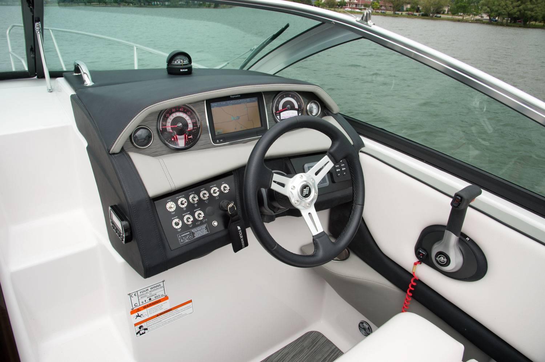 Four Winns Vista 255 cockpit