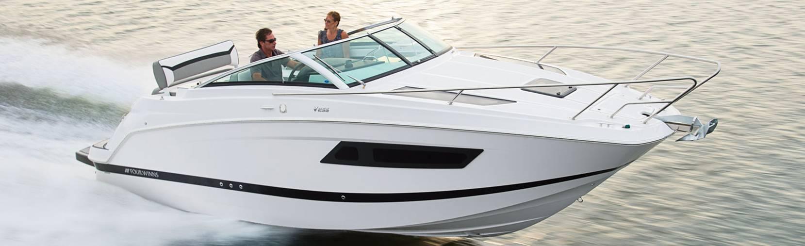Four Winns Vista 255 boat