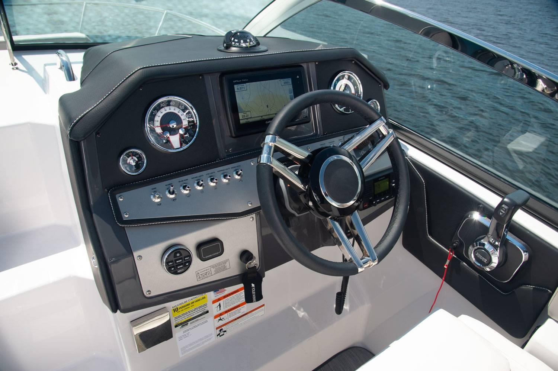 Four Winns Vista 275 cockpit dashboard