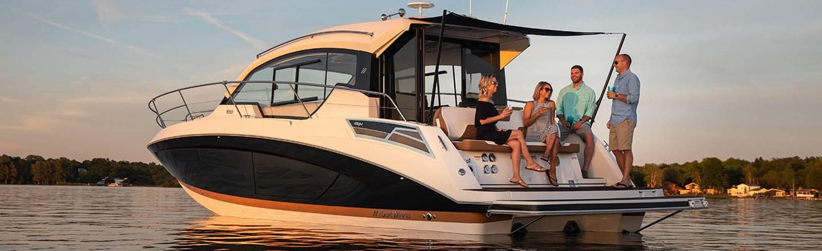 Four Winns Vista 355 Coupe boat