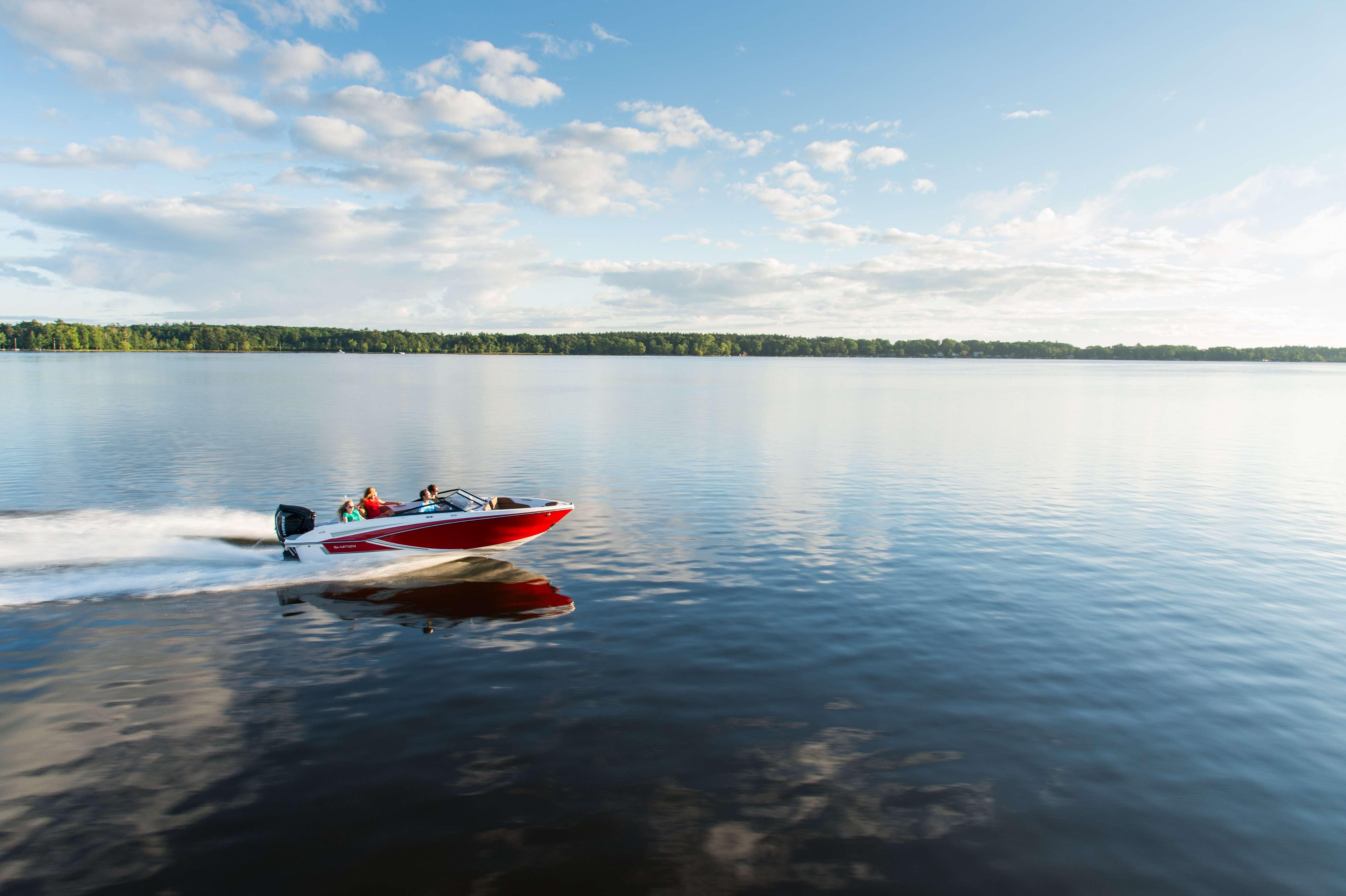 Rejoignez-nous le 26 mai et essayez l'un de nos bateaux de plaisance au style résolument américain.